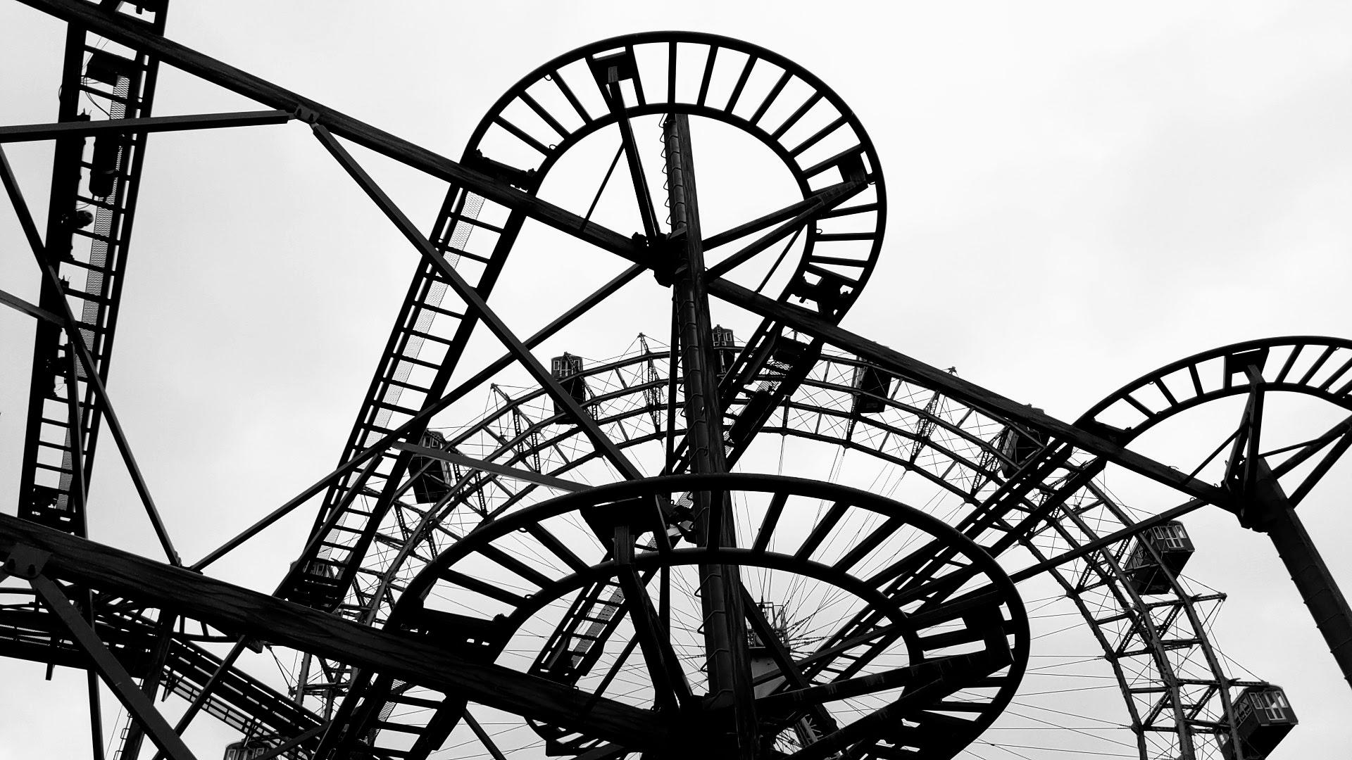 Blick auf das Wiener Riesenrad aus dem Wurschtelprater heraus